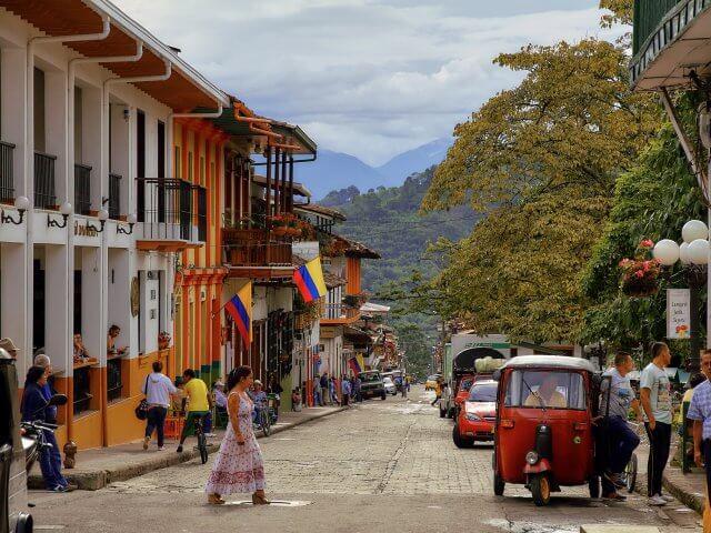 Que língua falam na Colômbia