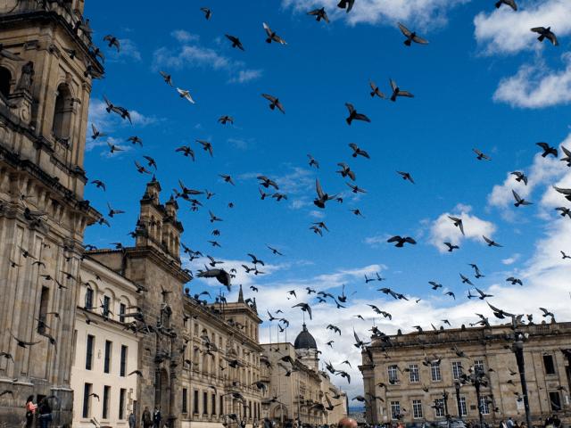 Tempo de avião até Bogotá