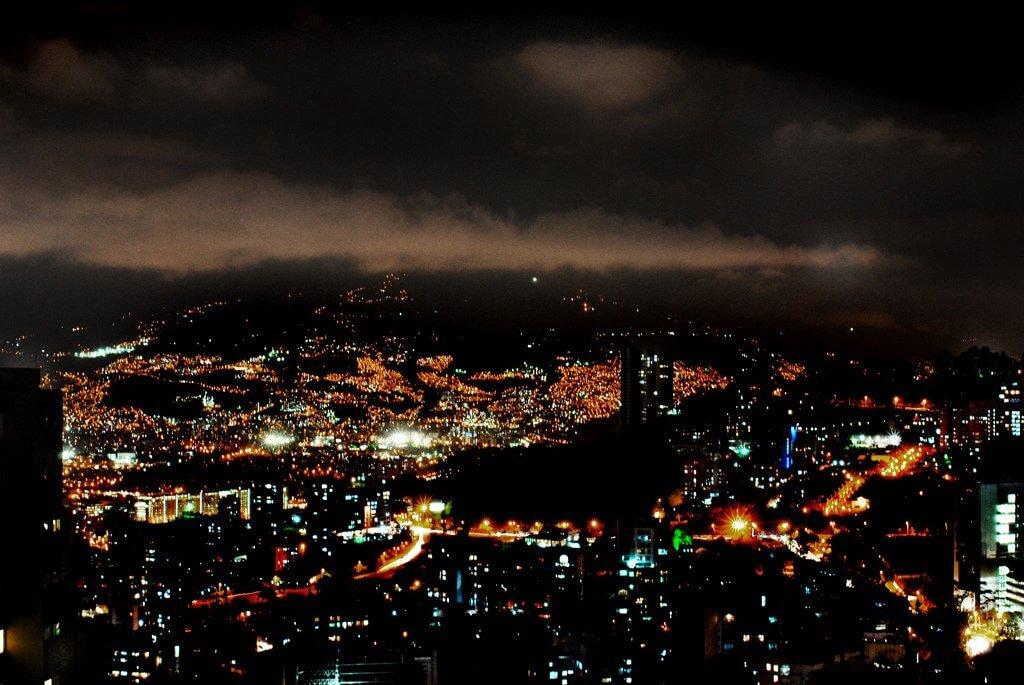 Curtir a noite em Medellín