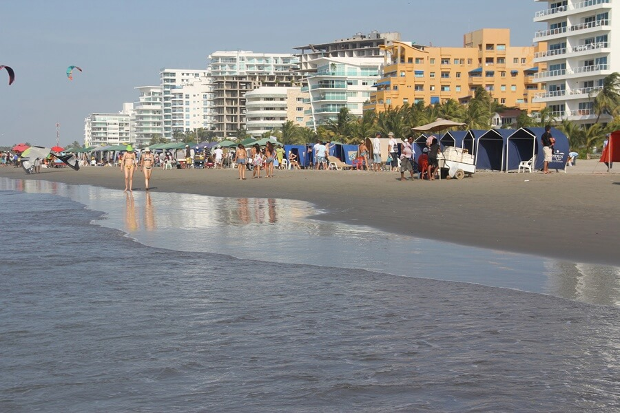 Praia do lado continental de Cartagena