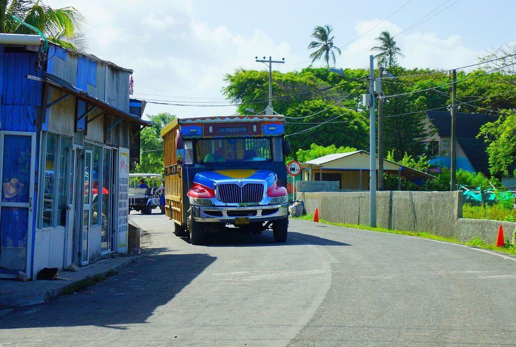 Como andar de Chiva e trenzinho em San Andrés