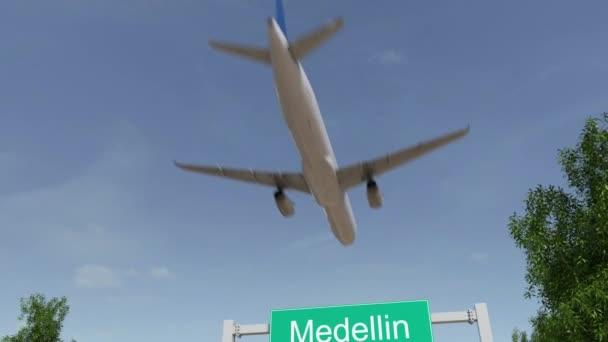 Tempo de avião até Medellín