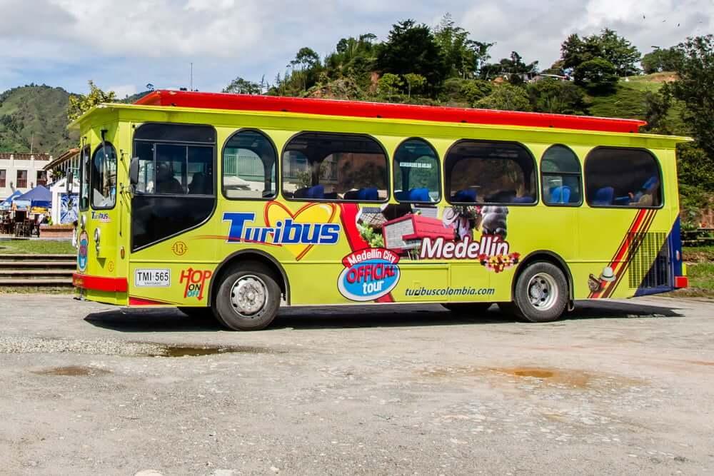 Ônibus turístico TuriBus em Medellín